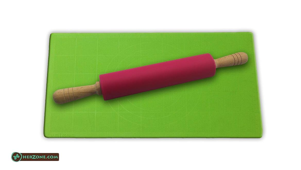 75.Rolling pin and mat